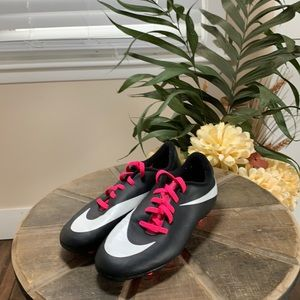 Nike soccer cleats girls size 3.5